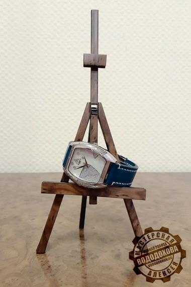 Часы с ремешком из кожи